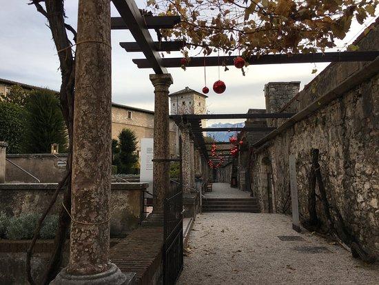 Castello del Buonconsiglio Monumenti e Collezioni Provinciali: Vue sur la tour de l'Aquila