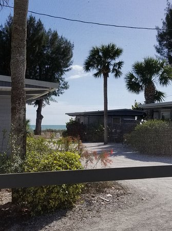 Mitchell's Sandcastles: This is the view of the path and gulf from the screened porch on Sand Piper cottage