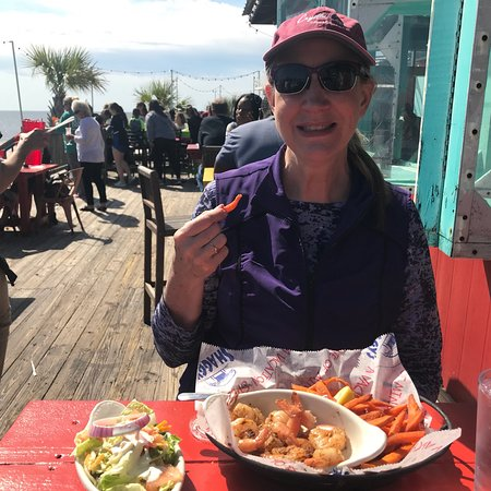Shaggy's: A great lunch spot on the water