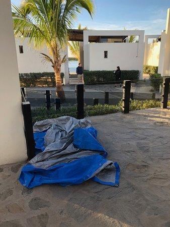 Adolfo Lopez Mateos, México: tarps everywhere