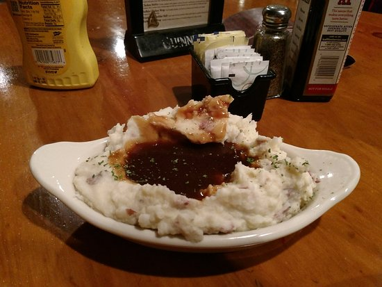 Windham, ME: Had to try the homemade mashed potatoes & gravy!