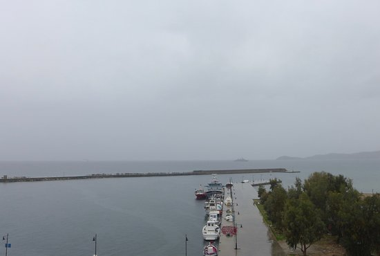 Paralia Agia Irini: tis is Karystos port, January 3 - very rainy