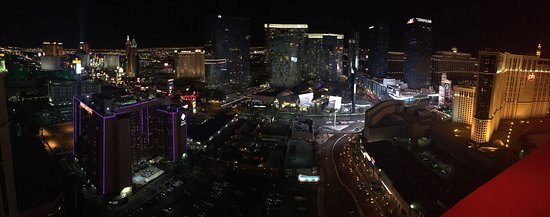 Marriott's Grand Chateau: View from roof top bar