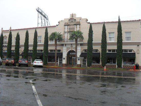 The Hotel Paisano: Hotel Paisano exterior