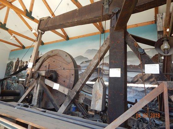 Santa Paula, CA: The huge beams it took to build the rig