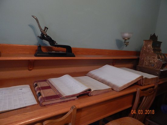 Santa Paula, CA: Ledger books to pay the workers