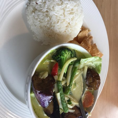 Pleasant Hill, CA: Green curry chicken lunch plate