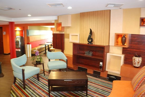 Holiday Inn Express Nashville W-I40 / Whitebridge Road: Exterior