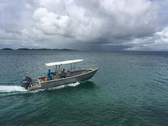 Остров Тоберуа, Фиджи: Off fishing!