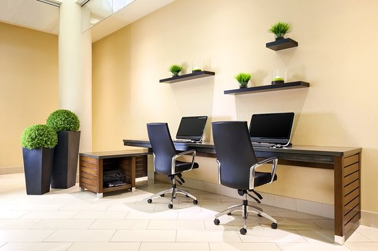 Four Points by Sheraton London: Business center