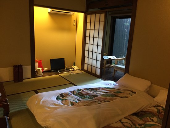 Matsubaya Inn: ground floor room