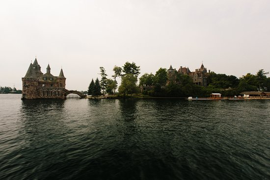 Rockport, Kanada: Our ferry through the St. Lawrence River, pulling up to Boldt Castle