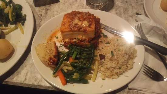 Calypso's Taverna: Moussaka was done with just the right amount of ingredients and spices and the ric