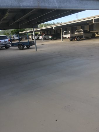 Carmila, Australien: Undercover parking