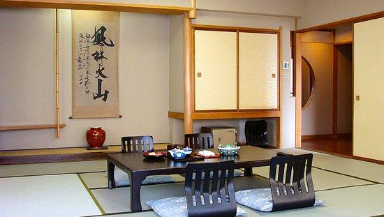 Isawa View Hotel: 広々贅沢な和洋室 和室15畳(堀ごたつ付)+ツイン洋室