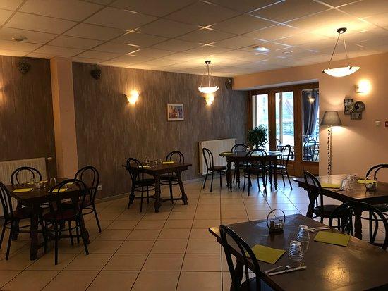 La salle de restaurant auberge du couvige le bouchet st for Resto lasalle