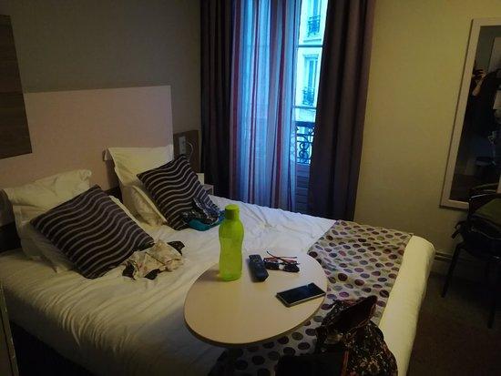 Bedroom foto di comfort hotel nation p re lachaise for Blc design hotel tripadvisor