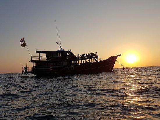 Khao Lak Land Discovery: Dolphin Cruise SUNSET