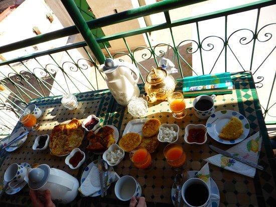 Dar El Ouedghiri : Le petit déjeuner au matin (pour 5)