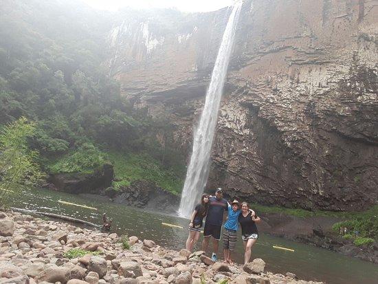 Riozinho, RS: Cascata do Chuvisqueiro