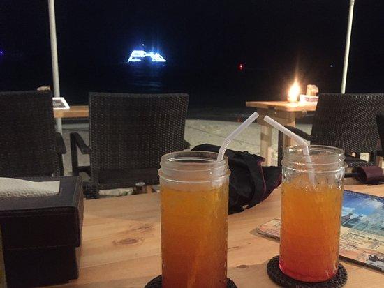 Jony's Beach Resort: Beach side bar / restaurant