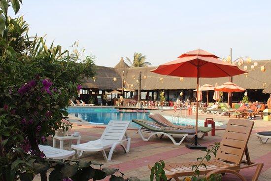 Kombo Beach Hotel: Pool and bar / restaurant are