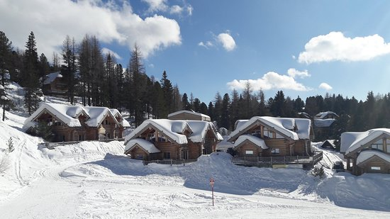 Turracher Hohe, ออสเตรีย: Apartments along the ski area