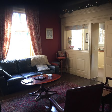 Great Oak Manor: photo1.jpg