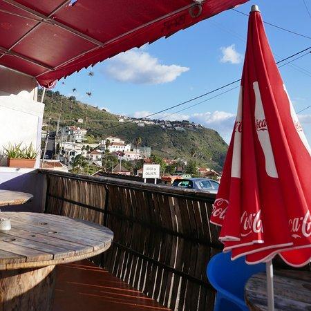 Arco da Calheta, Portugal: Terrasse mit Aussicht
