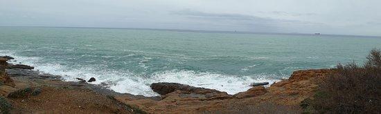 Costiera di Calafuria: grandangolo sulla scogliera
