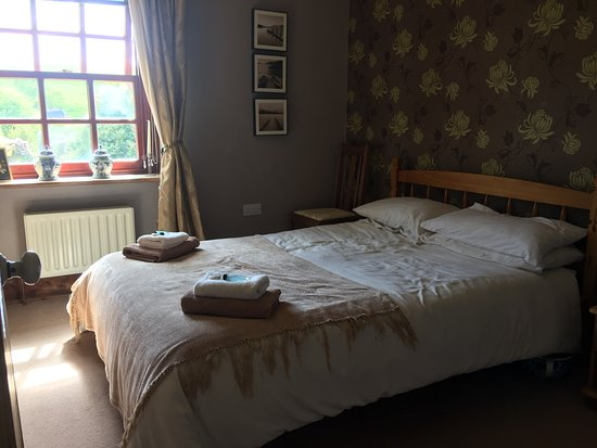 Coombe Keynes, UK: first floor double room with view to garden