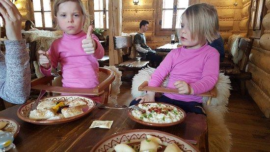 Tatranska Strba, สโลวะเกีย: Vyber jidel pro deti je dobry.