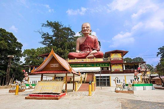 Monkeys at Wat Thammikawat
