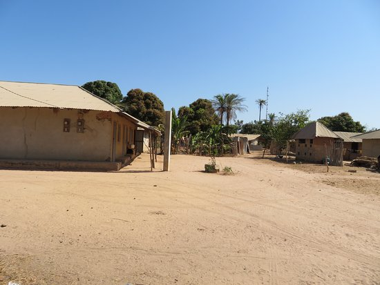 Oussouye, Senegal: Mud brick houses but with a satellite dish
