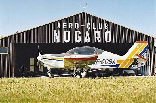 Nogaro, França: Avion