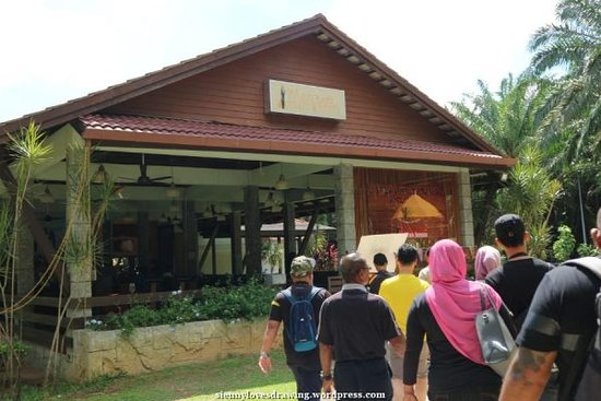 Sungai Klah Hot Spring Park: 1 of the dining place within the park compound