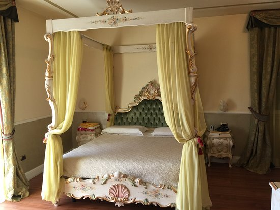 cooles bett picture of hotel confine lazise tripadvisor. Black Bedroom Furniture Sets. Home Design Ideas