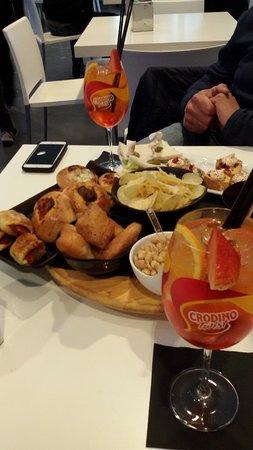 Pedara, Italy: aperitivo classico