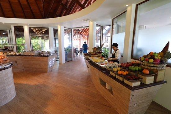 Baros Island: The fruit bar at breakfast