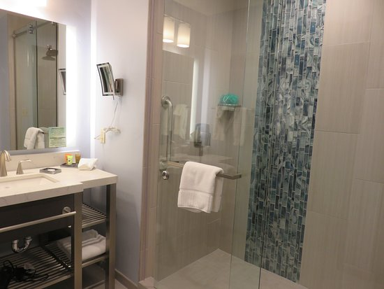 Desert Diamond Casino Hotel: Bathroom