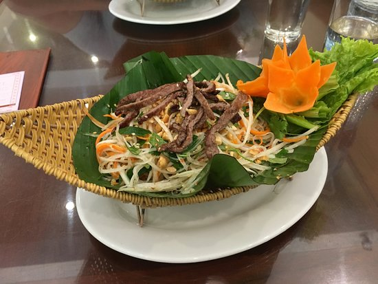 Com Pho Co: Papaya Green Salad with Beef