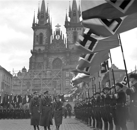 ‪World War II in Prague Tour‬