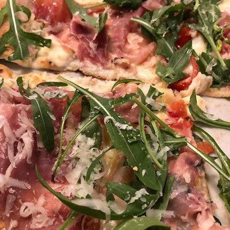 Antipasti, pizza, dolce...tutto super delizioso!
