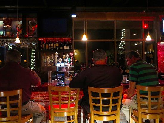 Salute Italian Seafood Restaurant Gulfport Ms Interior Dining Area At Bar