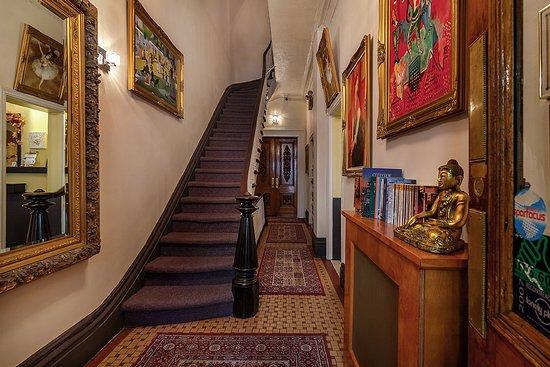 Colonial House Inn: Entrance Foyer