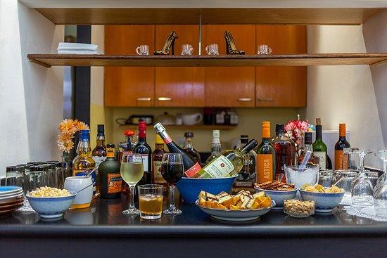 Colonial House Inn: Happy Hour Setup