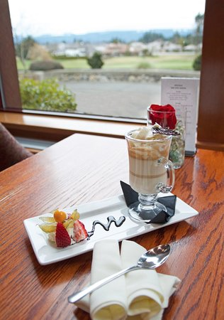 Timber Room Bar & Grill: Espresso Panna Cotta & mountain/golf course view