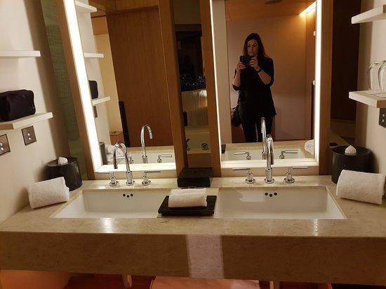 Nice Amazing Bathrooms Set