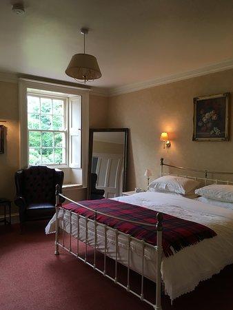 Lockerbie, UK: Bedroom with en suite bathroom