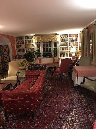 Inn at Woodstock Hill: Hotel interior 2 - comfortable sitting area